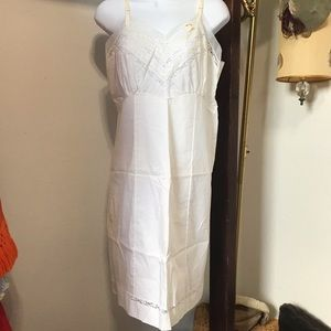 Vintage 1960s Penneys White Nightgown